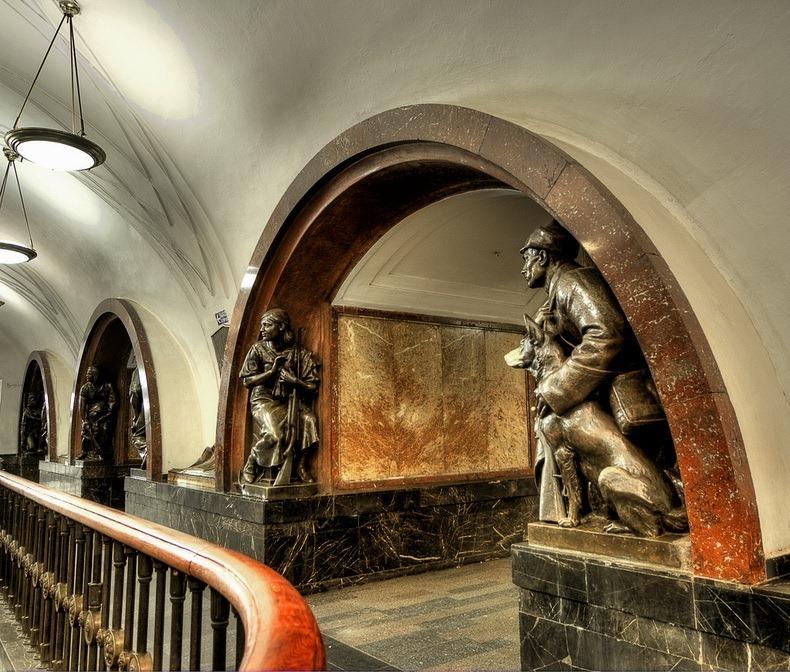 ploshchad revolyutsii metro